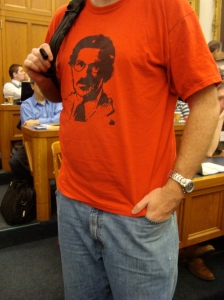 Yale Professor Paul Kahan as Che